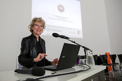 Dr. Annette Schwandner